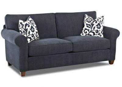 Tradicionális Bolton kanapé egyedi tervezés gyártás hagyományos elegáns kényelmes puha plüss kék párna választható faláb
