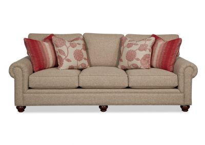 Tradicionális Garland kanapé egyedi tervezés gyártás hagyományos elegáns kényelmes puha szövet drapp párna választható faláb
