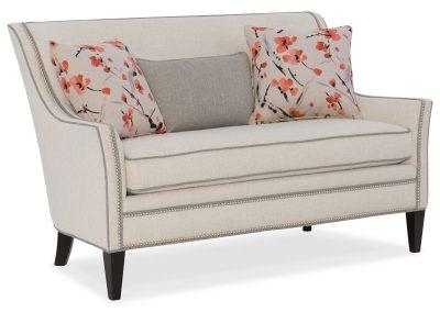 Trend Julian kanapé egyedi tervezés gyártás hagyományos elegáns kényelmes puha szövet törtfehér díszszeg faláb