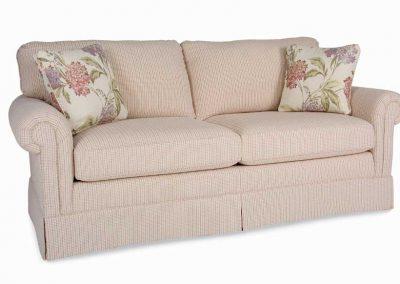 Tradicionális Ladysmith kanapé egyedi tervezés gyártás hagyományos elegáns nőies kényelmes szövet aprókockás szoknyás