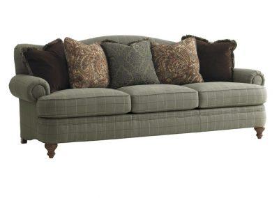 Tradicionális Ludmil kanapé egyedi tervezés gyártás hagyományos elegáns kényelmes puha szövet zöld párna választható faláb