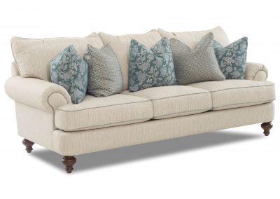 Trend Nixon kanapé egyedi tervezés gyártás hagyományos elegáns kényelmes puha szövet törtfehér párna választható faláb